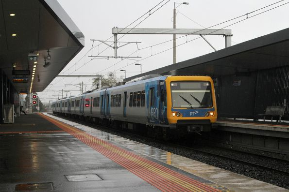 X'Trapolis 883M arrives into Thomastown on a down South Morang service