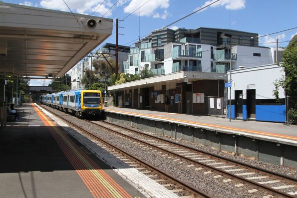 X'Trapolis 247M arrives into Darebin station on the up
