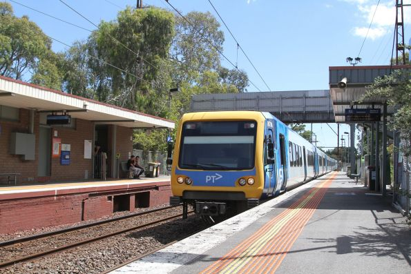 X'Trapolis 867M arrives into Alphington on a down service