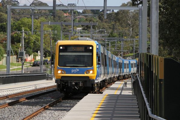 X'Trapolis 253M arrives into Rosanna station on the up
