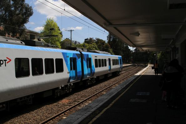 X'Trapolis 252M arrives into Eaglemont station on the down