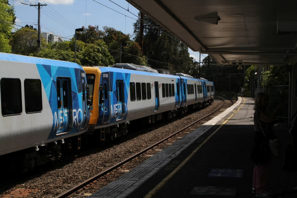 X'Trapolis 251M and 914M on the down at Eaglemont station