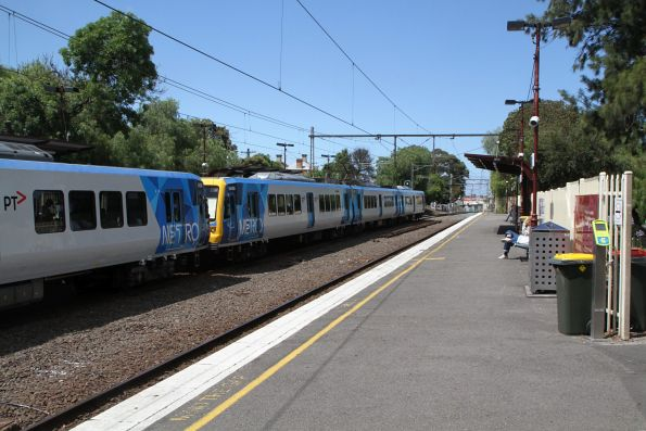 X'Trapolis 944M arrives into Clifton Hill on the up
