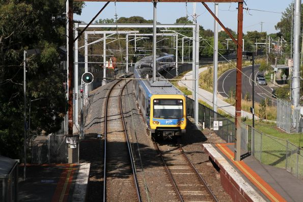 X'Trapolis train arrives into Alphington station on the down