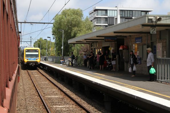 X'Trapolis train arrives into North Richmond on the down