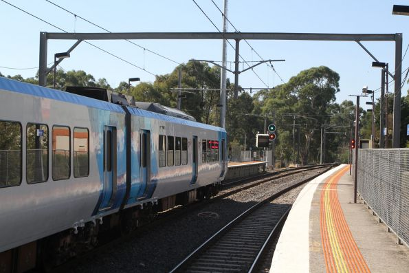 X'Trapolis 73M arrives into Diamond Creek on a down Hurstbridge service