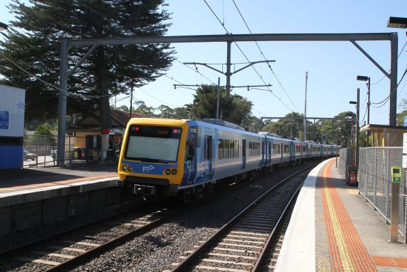 X'Trapolis 917M departs into Diamond Creek on a down Hurstbridge service