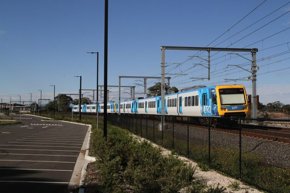 X'Trapolis 938M trailing into Middle Gorge on a down Mernda service