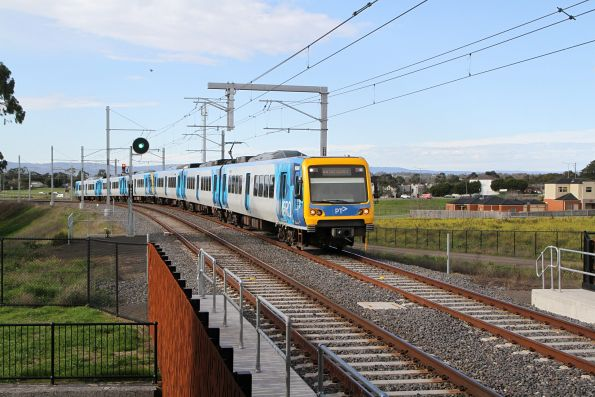 X'Trapolis 956M arriving into Middle Gorge on an up Mernda service