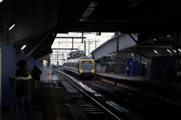 X'Trapolis 33M arrives into Reservoir on a down Mernda station