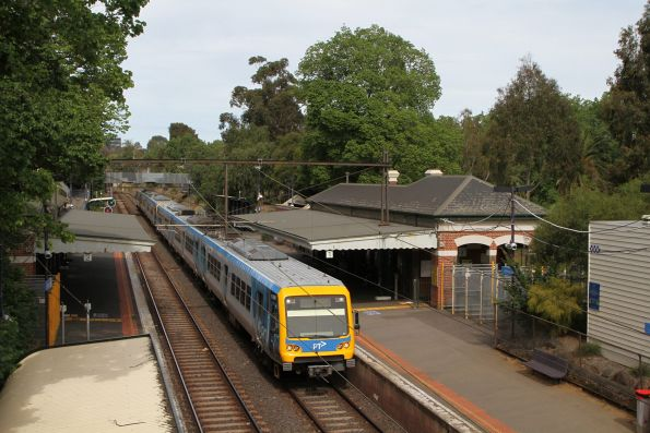 X'Trapoils 118M on the up at Jolimont station