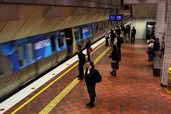 Comeng arriving into Melbourne Central platform 4