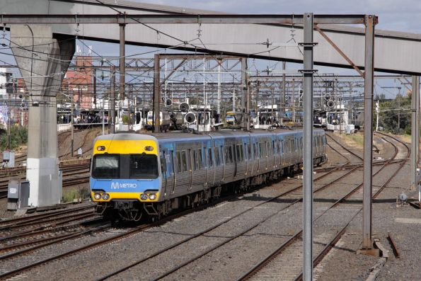 Alstom Comeng departs Richmond on the up