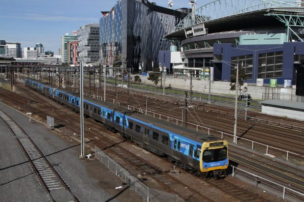 Comeng 551M on the down at Southern Cross