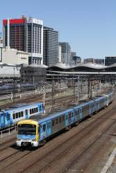 Siemens 844M departs Southern Cross on the down