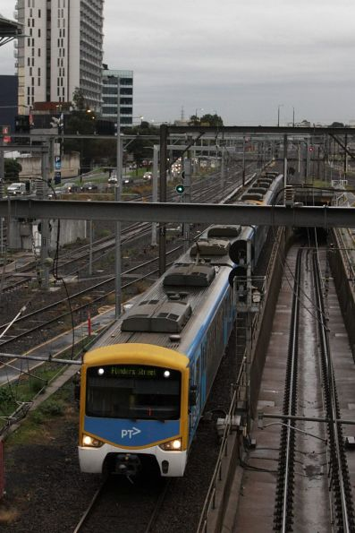 Siemens train arrives into Southern Cross platform 13