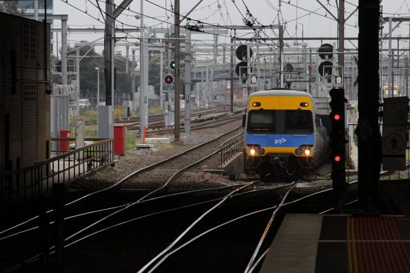 Alstom Comeng emerges from the Caulfield Loop at Southern Cross