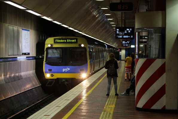 EDI Comeng arrives into Melbourne Central with a Flinders Street service