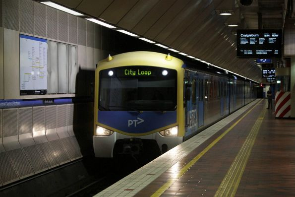 Siemens arrives into Melbourne Central with a Craigieburn via Flinders Street service