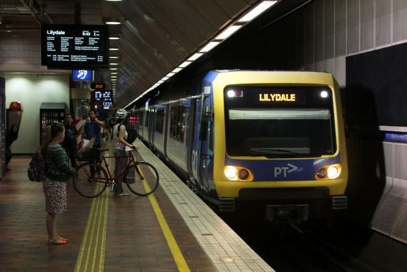 X'Trapolis 890M arrives into Melbourne Central with a down Lilydale service