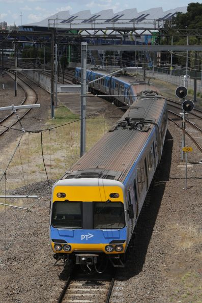 Alstom Comeng passes through Richmond Junction with an up service bound for Flinders Street