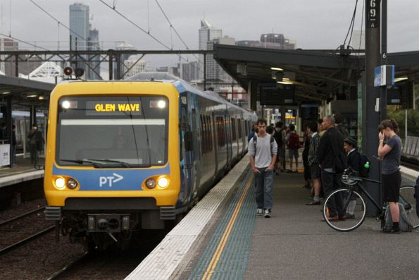 X'Trapolis arrives into Richmond with a down Glen Waverley service