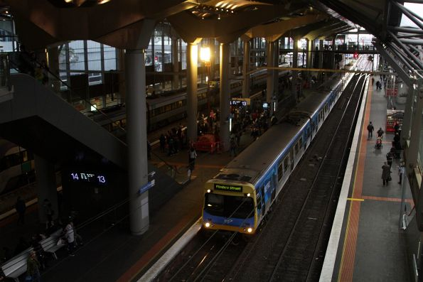EDI Comeng arrives into Southern Cross platform 13