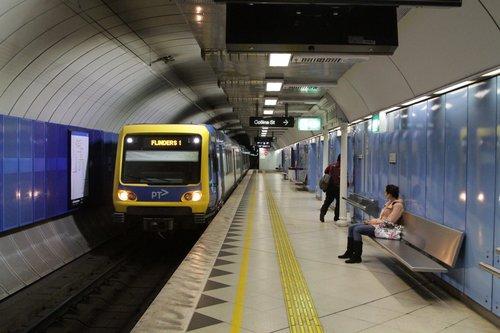 X'Trapolis train arrives into Parliament station platform 4