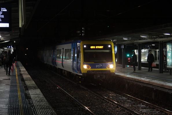 Citybound X'Trapolis train arrives into Richmond station
