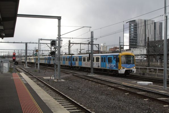 Siemens 776M arrives into Southern Cross Station on the up