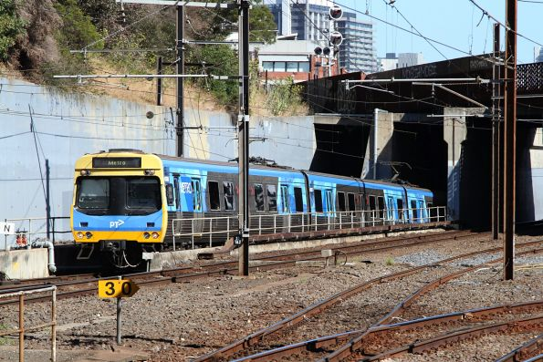 Comeng 426M exits the City Loop at North Melbourne