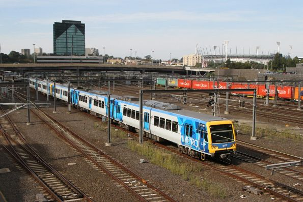 X'Trapolis 221M arrives into Flinders Street on the up