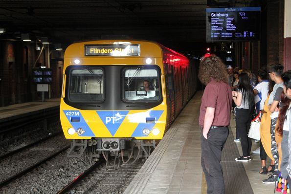 EDI Comeng 427M arrives into Flinders Street Station
