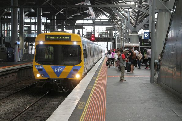 Life extension EDI Comeng 525M arrives into Southern Cross Station on an up Caulfield Loop service