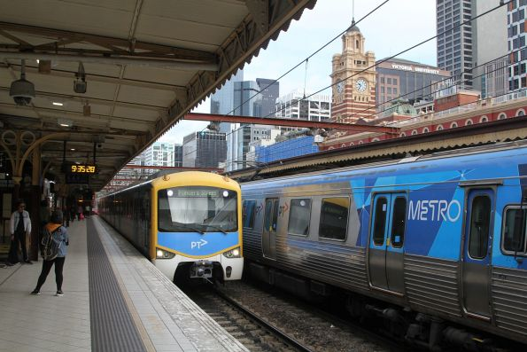 Siemens train arrives into Flinders Street platform 8 with a down Frankston service