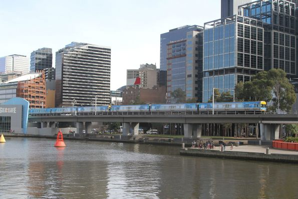 Comeng 562M crosses the Flinders Street Viaduct on the up
