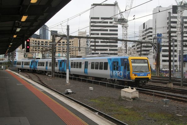 X'Trapolis 31M arrives into Southern Cross on a down Clifton Hill Loop service