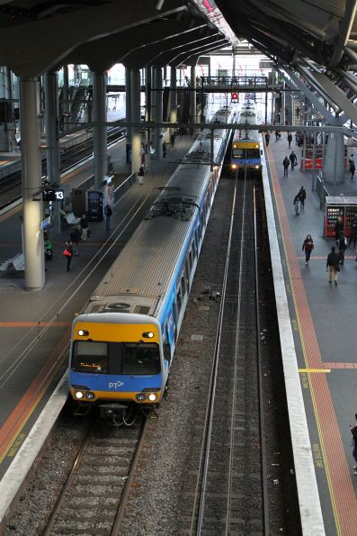 Pair of Alstom Comeng trains run parallel at Southern Cross platform 12 and 13