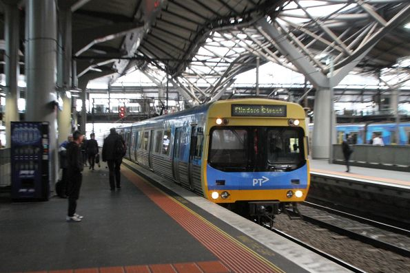 EDI Comeng train arrives into Southern Cross on the up