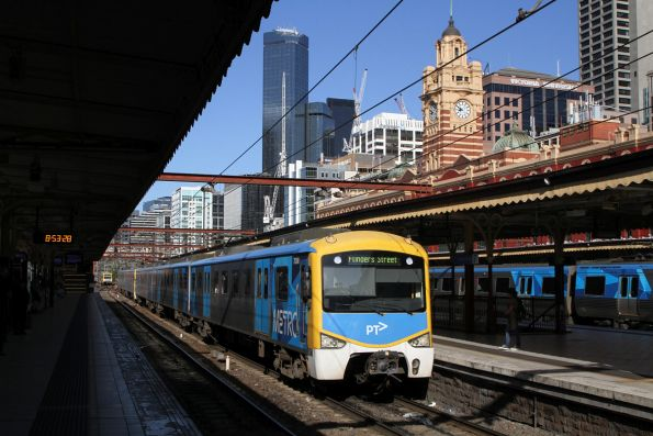 Siemens 783M arrives into Flinders Street Station