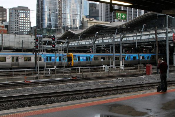Comeng train arrives into Southern Cross