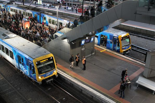 X'Trapolis 912M passes 280M at Southern Cross