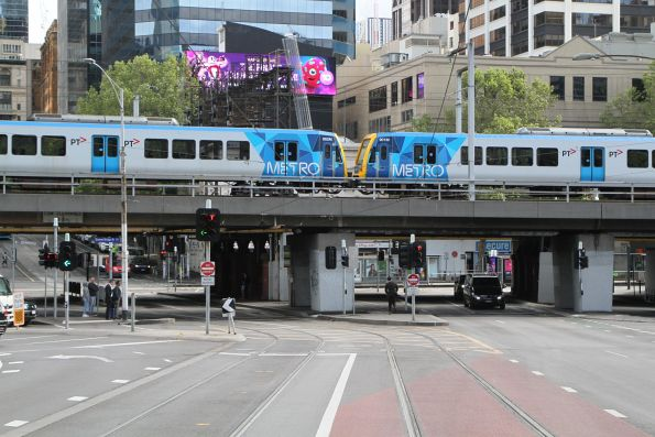 X'Trapolis 882M and 901M on a Werribee line service over the Flinders Street Viaduct