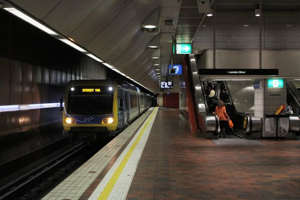 X'Trapolis train arrives into Melbourne Central on an up Glen Waverley service