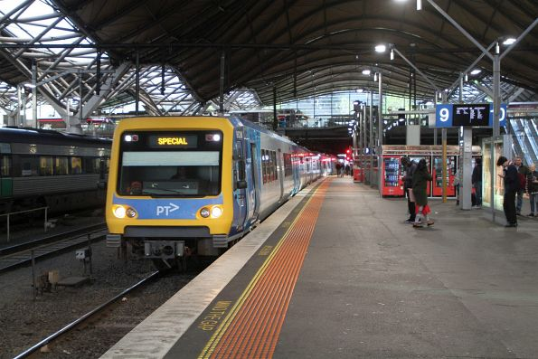 X'Trapolis 962M arrives into Southern Cross platform 9 with a City Circle service