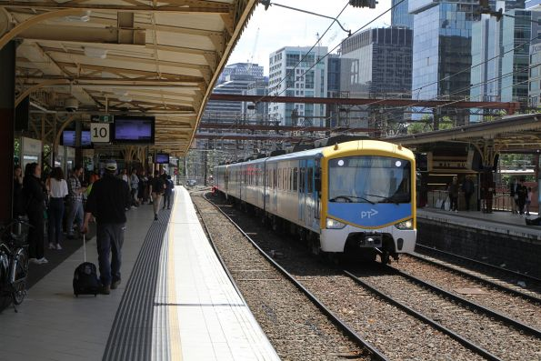Siemens 758M bound for Flinders Street platform 12 pauses on track 9A for a train coming into platform 10