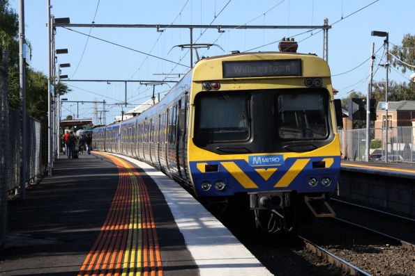 EDI Comeng departs Yarraville bound for Williamstown