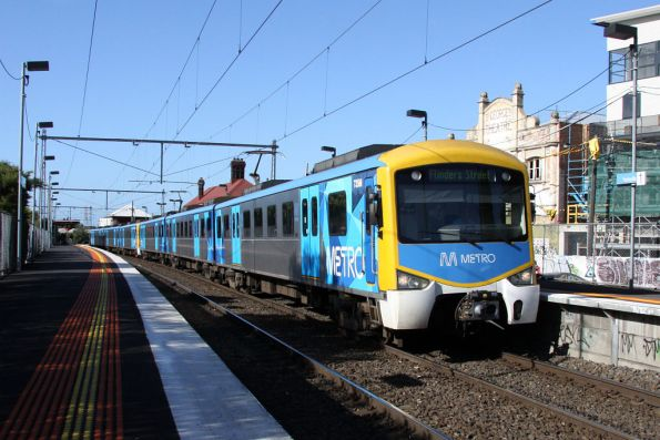 735M and another set in the new livery arrive into Yarraville on the up