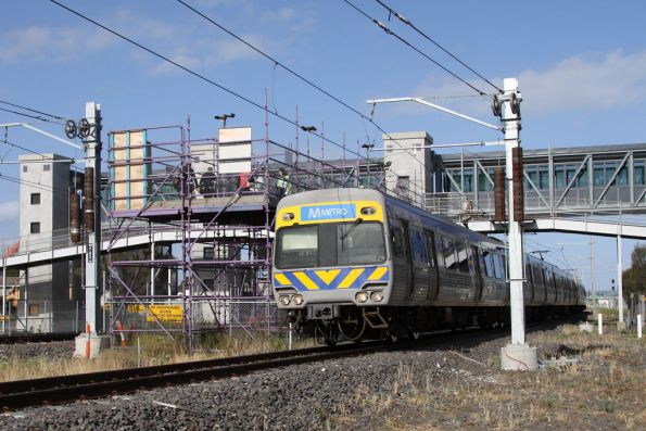 Alstom Comeng departs the construction site that is Laverton station