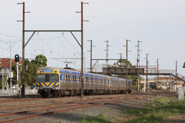 Alstom Comeng departs Sunshine bound for Watergardens